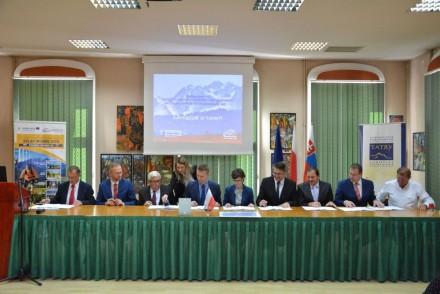 Umowa partnerska na realizację 3. etapu Szlaku wokół Tatr podpisana!